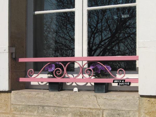 À VOLUTES ET MOTIF ROND  barre d'appui de fenêtre acier
