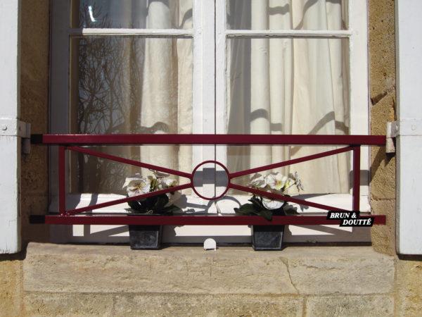 À CROISILLON ET MOTIF ROND (Gironde) barre d'appui de fenêtre acier
